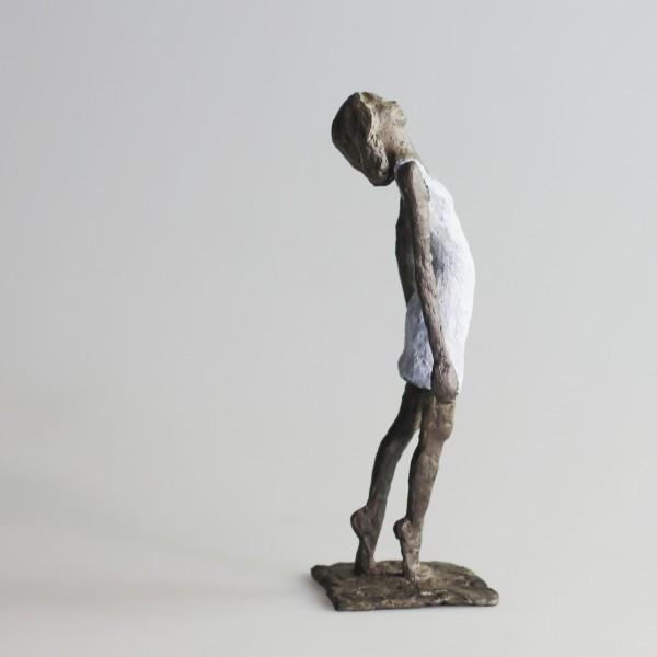 Susanne Kraißer | Mädchen mit Mini XLI, 2016 | Bronzeskulptur