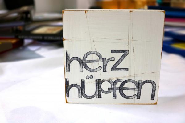 Indra Ohlemutz: herzhüpfen (15 x 15 cm)
