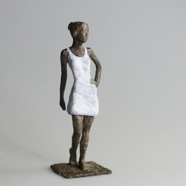 Susanne Kraißer | Mädchen mit Mini XXXVIII, 2016 | Bronzeskulptur