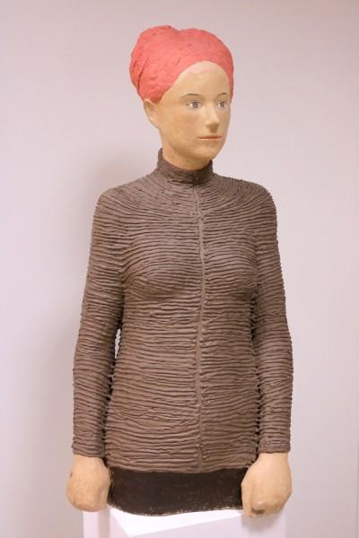 Silvia Siemes: Frau mit Haube | Keramikskulptur