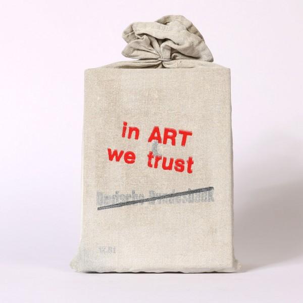 Jan M. Petersen | In Art we trust (Geldsack)