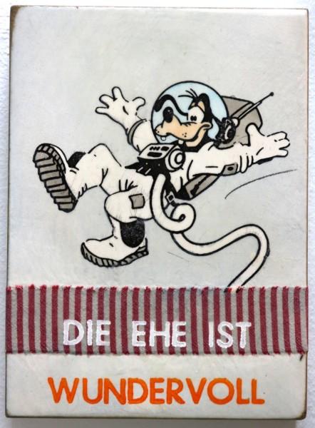 Jan M. Petersen: DIE EHE IST WUNDERVOLL (Goofy als Astronaut) | Schrift weiß orange