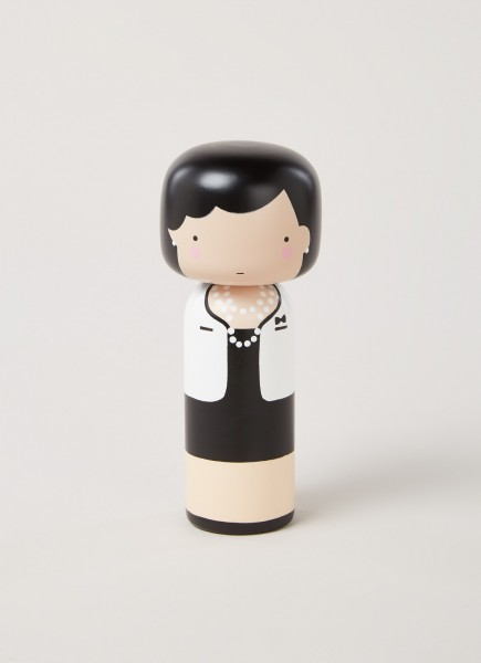Lucie Kaas: Kokeshi Doll I Coco-Puppe, Design von Becky Kemp