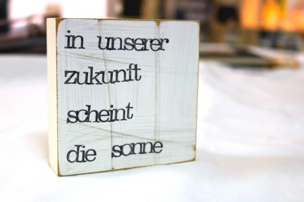 Indra Ohlemutz: in unserer zukunft scheint die sonne (10 x 10 cm)