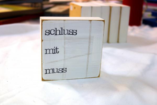 Indra Ohlemutz: schluss mit muss (10 x 10 cm)