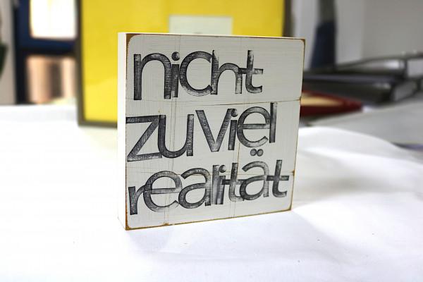 Indra Ohlemutz: nicht zuviel realität (15 x 15 cm)
