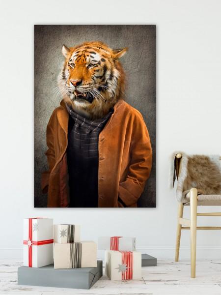 Tiger im Mantel | Digitaldruck auf Acrylglas