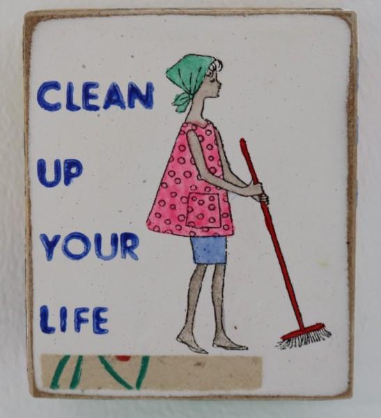 Kati ELm | clean up your life (Mädchen mit Besen) (Mini)