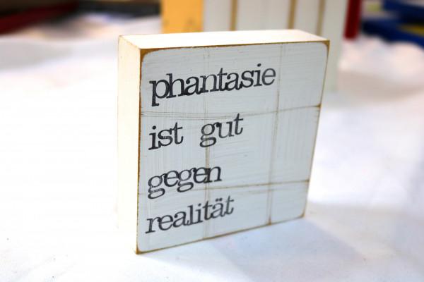 Indra Ohlemutz: phantasie ist gut gegen realität (10 x 10 cm)